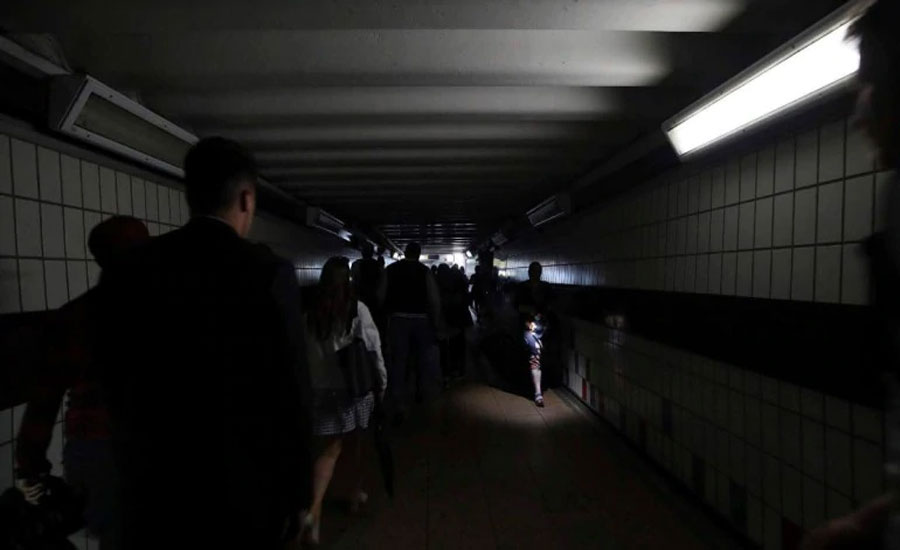 Major power cut hits residences, transport in parts of Britain