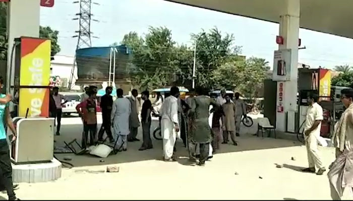 Petrol crisis persists on consecutive 21th day in most cities of country