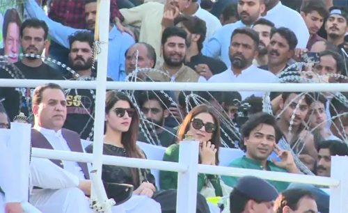 Players and actors expressed full solidarity with the Kashmiris in a big public gathering addressed by Prime Minister Imran Khan and AJK PM Raja Farooq Haider.