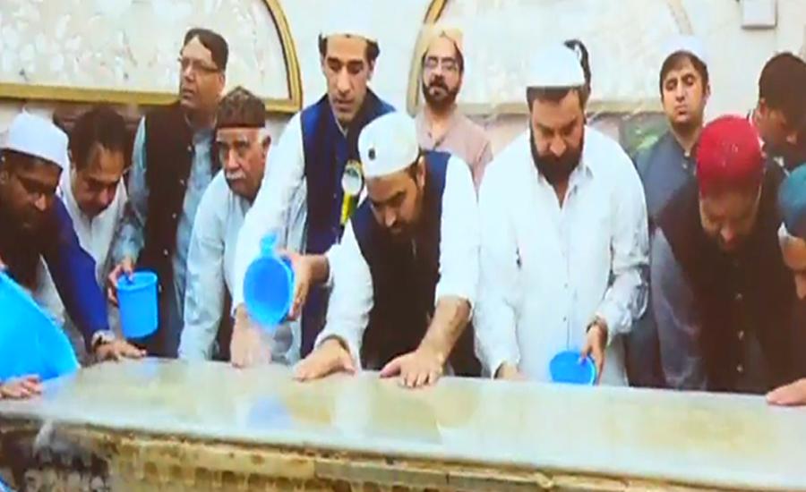 Ghusal of shrine of Hazrat Data Ganj Bakhsh (RA) performed