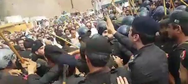 baton charged police protesting doctors doctors Peshawar protest