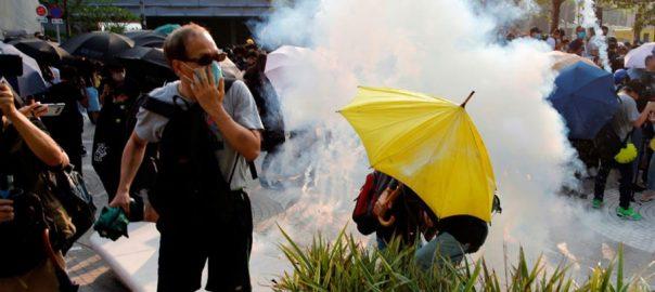 Hong Kong protestorsdusk standoff tear gas break up rally