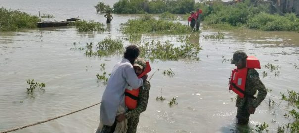 Pak Navy, rescues, cyclone, affectees, Thatta, Sajawal