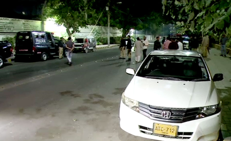police Karachi police man railway station kill man Police officials shoot