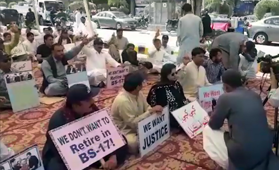 Teachers end protest after successful talks with govt in Karachi