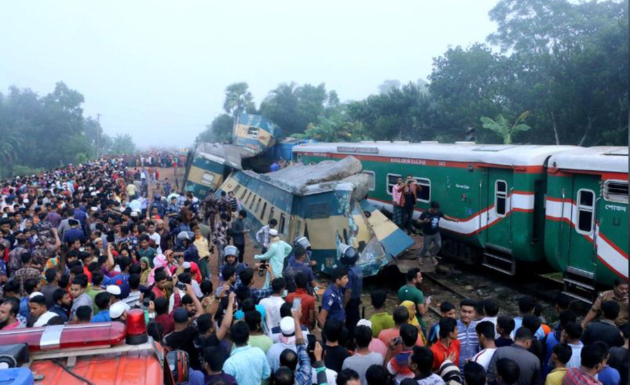 Head-on, collision, Bangladesh, trains, kills, 16, injures, 40