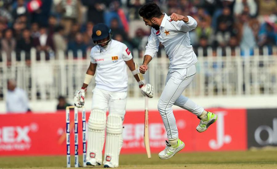 Sri Lanka bat as Test cricket returns to Pakistan after 10 years