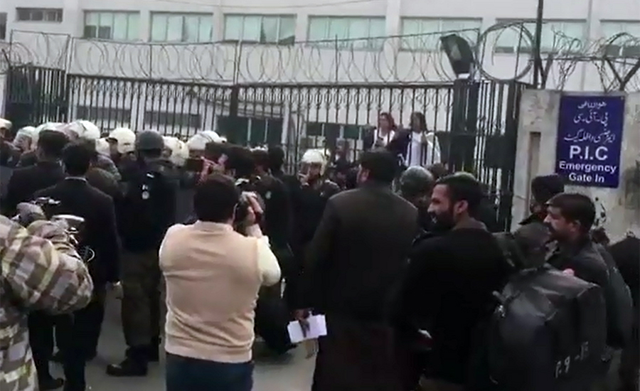 Lawyers, ransack, PIC, protest, doctors, Lahore