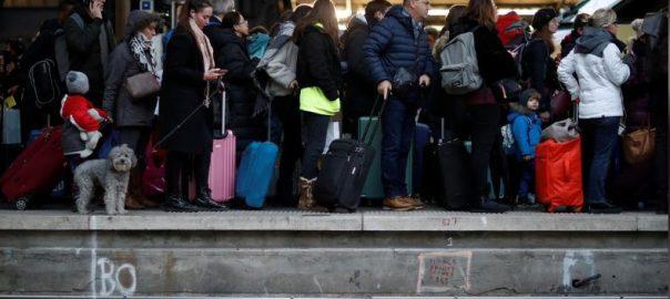 Scuffles, break out, protesters, invade, Paris' Gare de Lyon, station