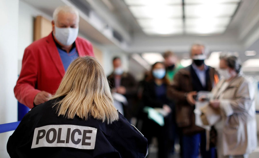 UK and US travellers must be vaccinated to enter France -minister
