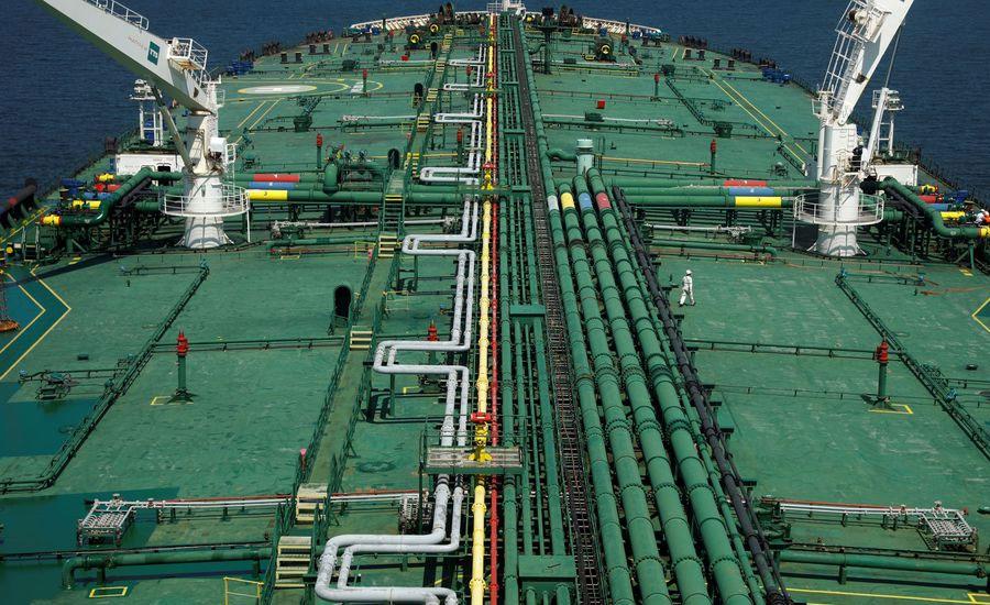 Oil rallies on weaker dollar and Iran supply uncertainty