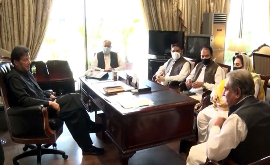 PM Imran, lawmakers discuss political situation